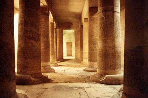 http://www.passion-egyptienne.fr/images/Abydos-hypostyle1.jpg