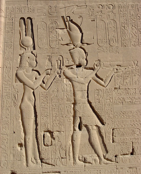 http://www.passion-egyptienne.fr/images/Dendera-Cleopatre-Cesarion.jpg