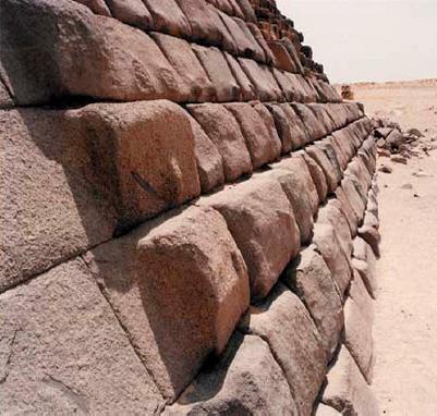 Découverte Vieille de 2 000 ans Avant les Pharaons ! Archéologie - Égypte Pyramide%20Mykerinos%20face%20nord